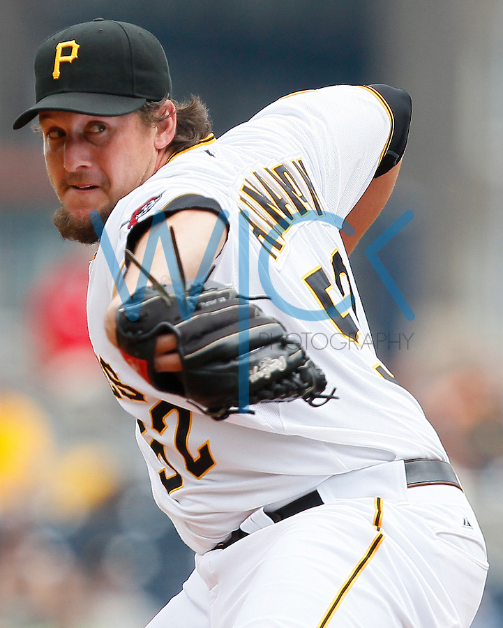 Joel Hanrahan #52 of the Pittsburgh Pirates
