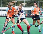 HUIZEN  -   Annabel Weers (HUI)  met Laura van Weeren (Gro)  , hoofdklasse competitiewedstrijd hockey dames, Huizen-Groningen (1-1)   COPYRIGHT  KOEN SUYK