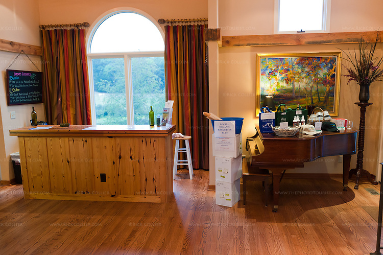 A small bar and piano share space at one side of the tasting room at Afton Mountain Vineyards.