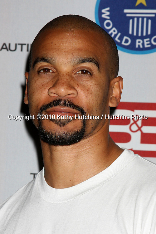 """Aaron D. Spears.Guinness World Records®  presents THE BOLD AND THE BEAUTIFUL with the certification as the  """"Most Popular Daytime TV Soap - Current..Bold & Beautiful Set, Stage 31, CBS Televsion CIty.Los Angeles, CA.May 18, 2010.©2010 Kathy Hutchins / Hutchins Photo.."""