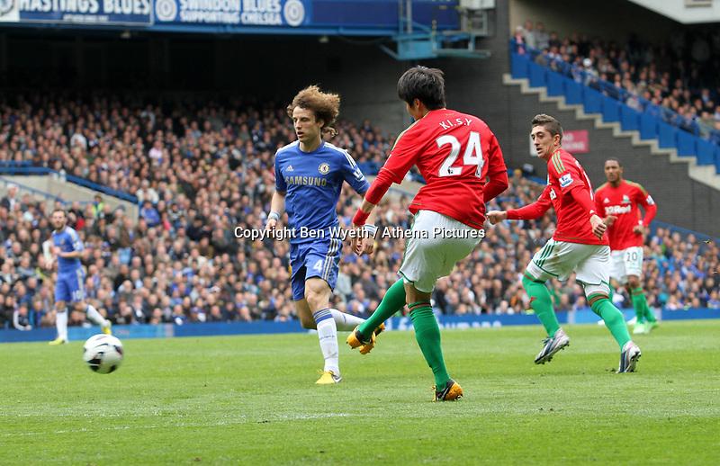 Pictured: Ki Sung-Yueng<br /> Barclays Premier League, Chelsea FC (blue) V Swansea City,<br /> 28/04/13