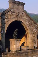 Europe/France/Midi-Pyrénées/09/Ariège/St-Paul-de-Jarrat: Fontaine monumentale