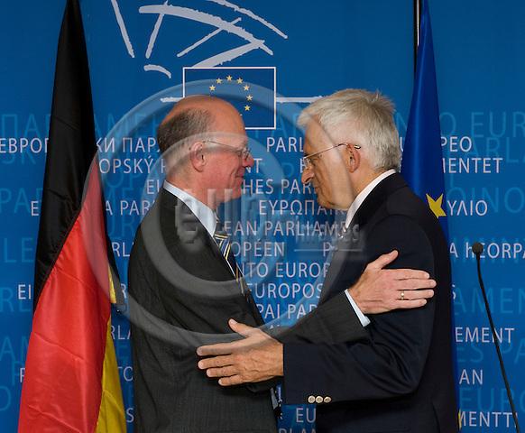 Brussels-Belgium - September 30, 2009 -- Jerzy BUZEK (ri), President of the European Parliament, receives Dr. Norbert LAMMERT (le), President of the German Federal Parliament / Bundestag -- Photo: Horst Wagner/eup-images