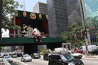 ATENÇAO EDITOR FOTO EMBARGADA PARA VEICULOS INTERNACIONAIS. SAO PAULO, 05 DE DEZEMBRO DE 2012 - PRACA DE NATAL DA AV PAULISTA - A praça de natal da av Paulista ja esta pronta e seria inaugurada hoje mais a data foi mudada para sexta feira 7 por determinação  da empresa municipal  de turismo da cidade de Sao Paulo na regiao central da capital  nessa quarta 05. (FOTO LEVY RIBEIRO - BRAZIL PHOTO PRESS)