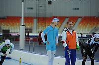 SPEEDSKATING: SOCHI: Adler Arena, 19-03-2013, Training, Maurice Vriend (NED), Jan van Veen (trainer/coach Team Van Veen), © Martin de Jong