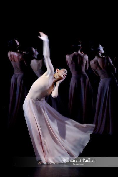 ALICE<br /> Alice Renavand dans &quot;Orph&eacute;e et Euridice&quot; de Pina Bausch<br /> Ballet de l'Op&eacute;ra National de Paris &agrave; L'op&eacute;ra Garnier le 01/02/2008