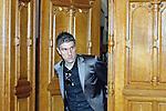 Ivan Klasnic - dreimal die Woche zur Blutwaesche - so lautet die Diagnose beim ehemaligen Werder Stuermer. Ivan ist auf eine neue Niere angwiesen - die von seinem Vater 2007 transplantierte Niere arbeitet nicht mehr. Nun wartet er auf eine neue Niere<br /> Archiv aus: <br />  Prozessbeginn um Ivan Klasnic (CRO). Der ehemalige Werder Bremen Profi verklagt die medizinische Abteilung auf Schmerzensgeld und Schadensersatz. Im Bremer Landgericht beginnt in Bremen am 17.04.2009 der Prozess, nachdem ein aussergerichtlicher Vergleich gescheitert ist.<br /> <br /> Ivan Klasnic (CRO) betritt den Sitzungssaal.<br /> <br /> Foto © nph (  nordphoto  )