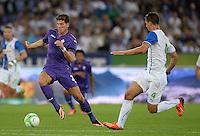 FUSSBALL   INTERNATIONAL   UEFA EUROPA LEAGUE   SAISON 2013/2014    Qualifikation Grasshopper Club Zuerich - AC Florenz      22.08.2013 Mario Gomez (li, AC Florenz) gegen Milan Vilotic (Grasshopper)