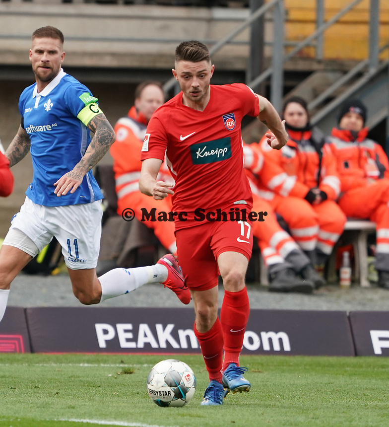 Maurice Multhaup (1. FC Heidenheim) gegen Tobias Kempe (SV Darmstadt 98) - 29.02.2020: SV Darmstadt 98 vs. 1. FC Heidenheim, Stadion am Boellenfalltor, 24. Spieltag 2. Bundesliga<br /> <br /> DISCLAIMER: <br /> DFL regulations prohibit any use of photographs as image sequences and/or quasi-video.