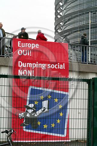STRASBOURG - FRANCE - 13 FEBRUARY 2006 --Demonstranter mod service direktivet. PHOTO: ERIK LUNTANG / EUP-IMAGES