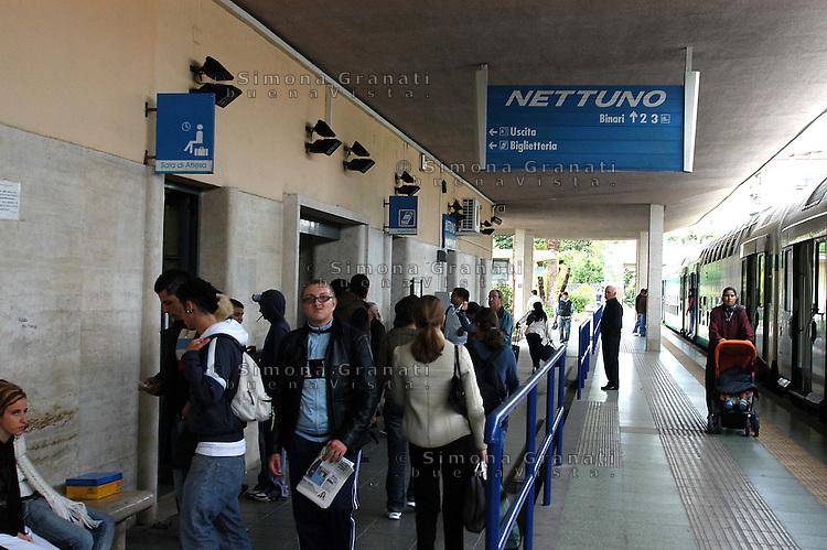 Roma,Ottobre 2005.Linea ferroviaria Roma-Nettuno.La stazione di Nettuno.Rome, October 2005.Railway line Roma-Nettuno.Nettuno station