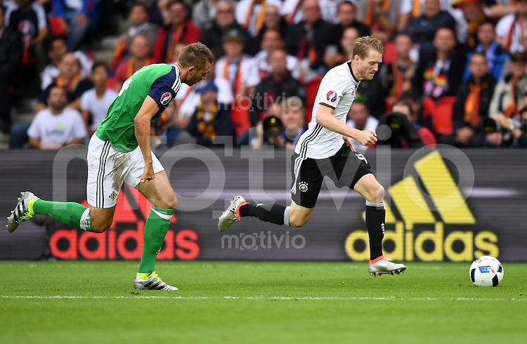 FUSSBALL EURO 2016 GRUPPE C IN PARIS Nordirland - Deutschland     21.06.2016 Andre Schuerrle  (re, Deutschland) gegen Gareth McAuley (li, Nordirland)