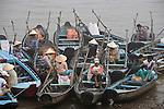 Fischer im Hafen von Chau Doc, Mekong-Delta, Vietnam