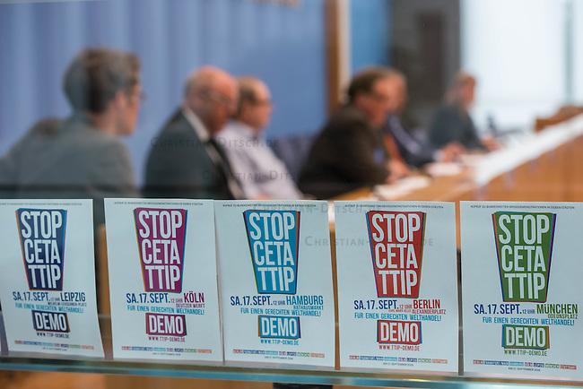 Pressekonferenz zu den Grossdemonstrationen &bdquo;CETA und TTIP stoppen!&ldquo; am 17. September in sieben Staedten.<br /> Am Dienstag den 23. August 2016 stellten der Vorsitzender der Gewerkschaft ver.di, die Praesidentin von Brot fuer die Welt, der Geschaeftsfuehrer des Deutschen Kulturrates, der Bundesvorsitzender der NaturFreunde Deutschlands, der Hauptgeschaeftsfuehrer des Paritaetischen Wohlfahrtsverbandes und der Geschaeftsfuehrer von Campact die Ziele der geplanten Grossdemonstrationen &bdquo;CETA und TTIP stoppen!&ldquo; im Haus der Bundespressekonferenz vor.<br /> Nach Meinung der Veranstalter der Demonstrationen sind CETA und TTIP nicht dem Gemeinwohl in der EU, den USA und Kanada verpflichtet, sondern den Interessen von Konzernen und Investoren. Dagegen sollen mehrere hunderttausend Menschen am 17. September in sieben Staedten auf die Strasse gehen.<br /> Zu den Demonstrationen rufen auf: Wohlfahrts-, Sozial- und Umweltverbaende, Gewerkschaften, Organisationen fuer Demokratie-, Kultur- und Entwicklungspolitik, fuer Verbraucher- und Mieterschutz und nachhaltige Landwirtschaft, aus Kirchen sowie kleinen und mittleren Unternehmen. Dem Traegerkreis gehoeren 30 Organisationen auf Bundesebene an, unterstuetzt von regional aktiven Initiativen und Buendnissen sowie von Parteien.<br /> 23.8.2016, Berlin<br /> Copyright: Christian-Ditsch.de<br /> [Inhaltsveraendernde Manipulation des Fotos nur nach ausdruecklicher Genehmigung des Fotografen. Vereinbarungen ueber Abtretung von Persoenlichkeitsrechten/Model Release der abgebildeten Person/Personen liegen nicht vor. NO MODEL RELEASE! Nur fuer Redaktionelle Zwecke. Don't publish without copyright Christian-Ditsch.de, Veroeffentlichung nur mit Fotografennennung, sowie gegen Honorar, MwSt. und Beleg. Konto: I N G - D i B a, IBAN DE58500105175400192269, BIC INGDDEFFXXX, Kontakt: post@christian-ditsch.de<br /> Bei der Bearbeitung der Dateiinformationen darf die Urheberkennzeichnung in den EXIF- und  IPTC-Daten nicht entf