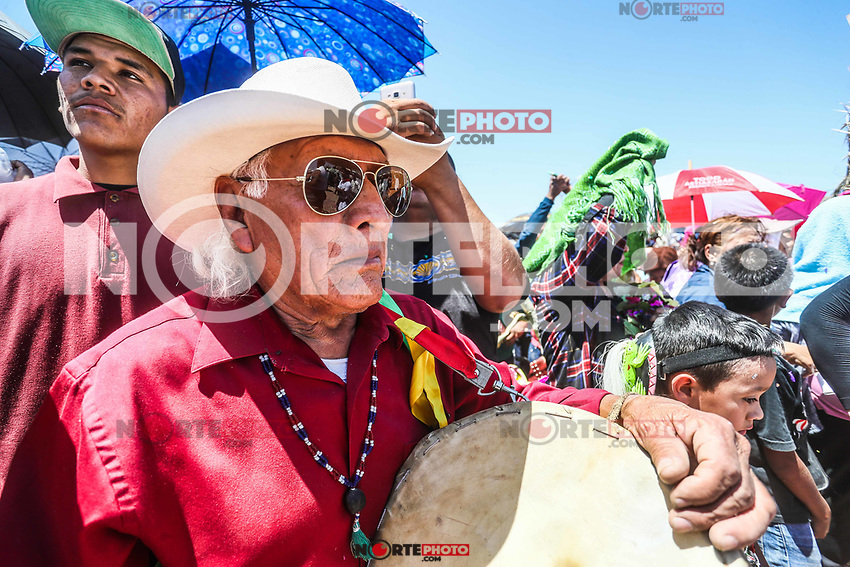 Fariseos celebran  la Resurrección de Jesucristo con la quema del Judas y las coloridas máscaras que portaron como penitencia durante toda la Cuaresma y Semana Santa. Hermosillo Sonora, Mexico