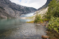Gletscher, Festlandsgletscher, Eis, Nigardsbreen, Nigardbreen, Jostedalsbreen, Jostetal, Jostedalsbreen-Nationalpark, Gletscherzunge mündet in den Gletschersee Nigardsbrevatnet, Nationalpark, Norwegen. Nigardsbreen, Jostedalsbreen glacier, Jostedal Glacier, glacier tongue, snout of a glacier, glacial lobe, glacier, ice, Norway