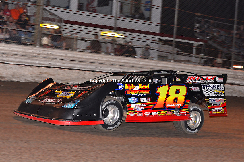 Feb 20, 2014; 6:50:41 PM;  Barberville, FL, USA;  World of Outlaws Late Model Series for 43rd Annual DIRTcar Nationals presented by Summit Racing Equipment at Volusia Speedway Park.  Mandatory Credit: (thesportswire.net)