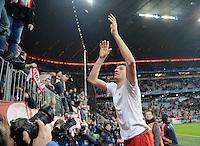 FUSSBALL CHAMPIONS LEAGUE  SAISON 2015/2016 ACHTELFINALE RUECKSPIEL FC Bayern Muenchen  - Juventus Turin      16.03.2016 JUBEL Thomas Mueller (FC Bayern Muenchen) feiert mit Fans in der Suedkurve