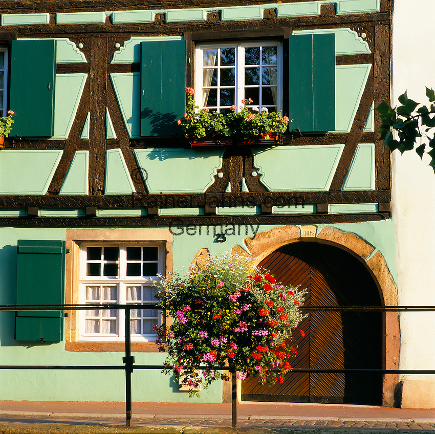 France, Alsace: Traditional Building | Frankreich, Elsass: traditionelles Fachwerkhaus - Detail