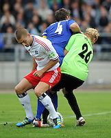 FUSSBALL   DFB POKAL   SAISON 2011/2012  1. Hauptrunde VfB Oldenburg - Hamburger SV                             30.07.2011 Mladen PETRIC (li, Hamburg) gegen Robert LITTMANN (Mitte) und Torwart Christian MEYER (re, beide Oldenburg)