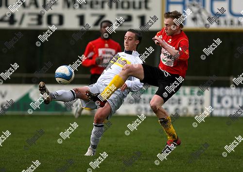 2007-03-25 / Meerhout - Maldegem: Hendrik Reynaert (r) probeert het schot van Frederik Vanherberghen (Meerhout) te blocken.