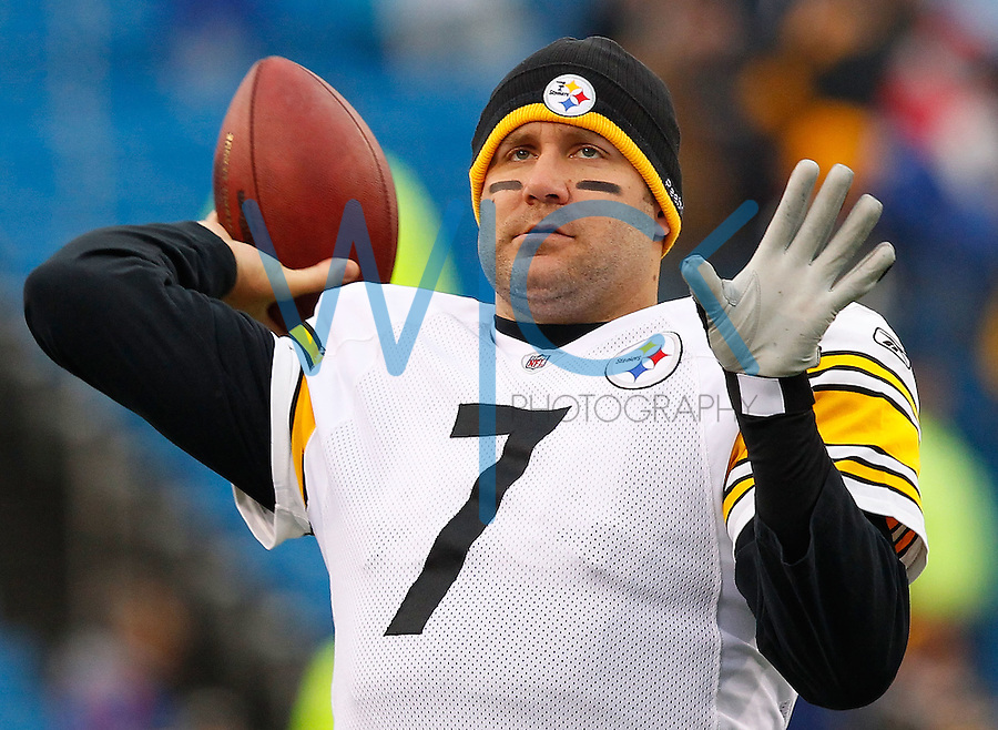 PITTSBURGH - NOVEMBER 28:  Ben Roethlisberger #7 of the Pittsburgh Steelers warms up prior to the game against the Buffalo Bills during the game on November 28, 2010 at Heinz Field in Pittsburgh, Pennsylvania.  (Photo by Jared Wickerham/Getty Images)