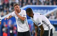 FUSSBALL EURO 2016 VIERTELFINALE IN BORDEAUX Deutschland - Italien      02.07.2016 Benedikt Hoewedes (li, Deutschland) gibt Anweisungen