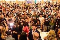 """SÃO PAULO, SP, 13.11.2015 - LIVRO-SP - Lançamento do livro """"A vida é uma festa"""" escrito pelo autor Bruno Meier sobre a vida do colunista social Amaury Junior na Livraria Cultura do Shopping Iguatemi região oeste da cidade de São Paulo nesta sexta-feira, 13.(Foto: Marcos Bizzotto/Brazil Photo Press)"""