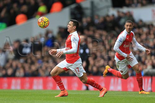 05.03.2016. White Hart Lane, London, England. Barclays Premier League. Tottenham Hotspur versus Arsenal. Alexis Sánchez of Arsenal looks to control the ball on his chest.
