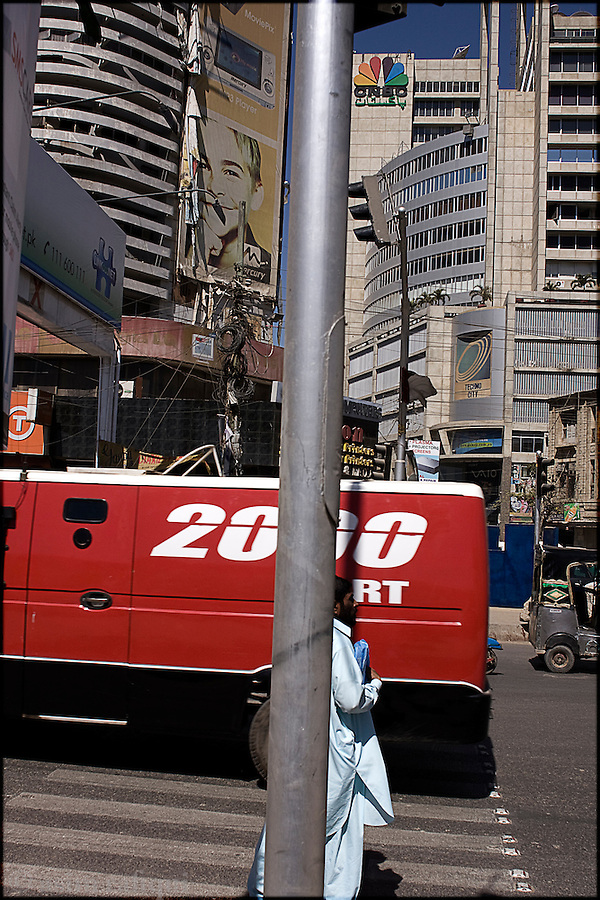 street scene in Karachi's downtown financial and electronics district