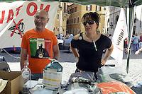 Roma 27 Maggio 2012.Piazza Montecitorio.Il Movimentio 5  Stelle di beppe Grillo arriva a Roma..Assemblea e banchetti informativi davanti il Parlamento