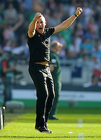 FUSSBALL   1. BUNDESLIGA   SAISON 2011/2012    8. SPIELTAG Hannover 96 - SV Werder Bremen                             02.10.2011 Trainer Mirko SLOMKA (Hannover) juzbelt nach dem 2:0