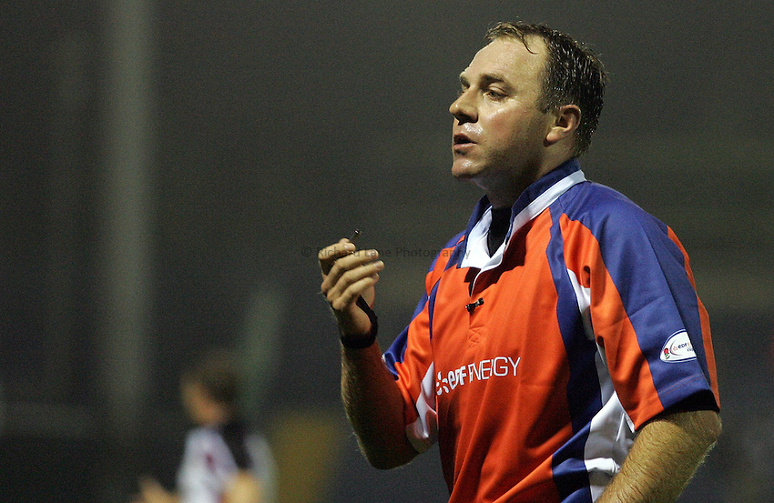 Photo: Paul Thomas..Sale Sharks v Newcastle Falcons. EDF Anglo-Welsh Cup. 29/09/2006...Referee Mr A. Small.