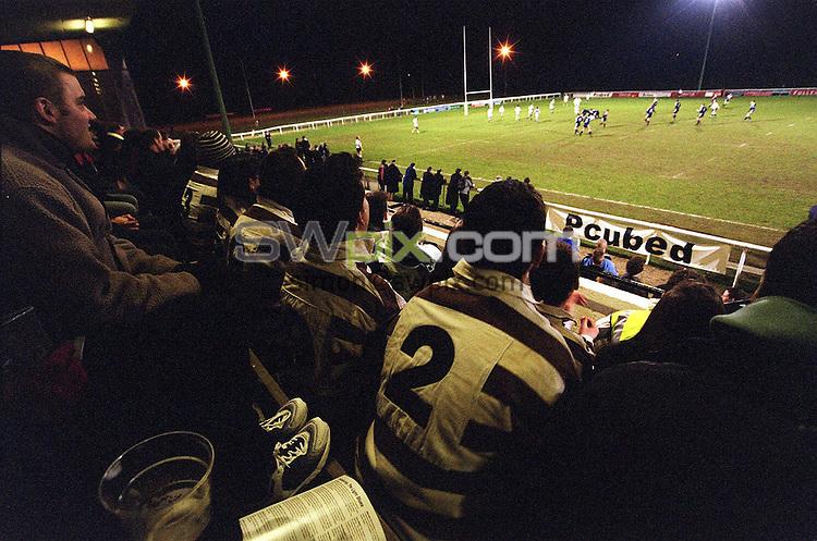 Pix: Simon Wilkinson/SWpix.com. Rugby League Varsity Match. Oxford University v Cambridge University. 05/03/2002...COPYWRIGHT PICTURE>>SIMON WILKINSON>>01943 436649>>..Generic, Spectators watch the Varsity Rugby League game.