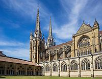 France, Aquitaine, Pyrénées-Atlantiques, Pays Basque, Bayonne: Cloitre de la Cathédrale Sainte-Marie  // France, Pyrenees Atlantiques, Basque Country, Bayonne: The Cathedrale Sainte-Marie cloister