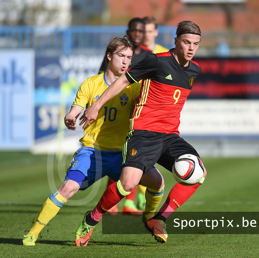 20170323 - BEVEREN , BELGIUM : Swedish Carl Johansson (L) and Belgian Jorn Vancamp (R) pictured during the UEFA Under 19 Elite round game between Sweden U19 and Belgium U19, on the first matchday in group 7 of the Uefa Under 19 elite round in Belgium , thursday 23 th March 2017 . PHOTO SPORTPIX.BE | DIRK VUYLSTEKE