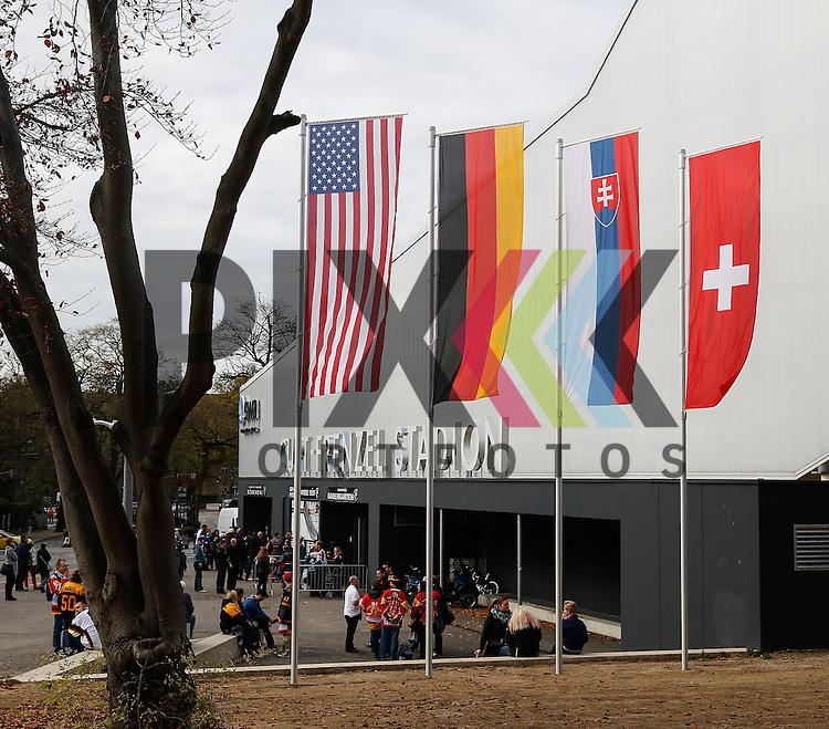 Curt-Frenzel-Stadion Augsburg mit Flaggen der teilnehmenden Nationen,<br /> <br /> Eishockey, Deutschland-Cup 2015, Augsburg, 06.11.2015, beim Spiel des D-Cup USA - Slowakei.<br /> <br /> Foto &copy; PIX-Sportfotos *** Foto ist honorarpflichtig! *** Auf Anfrage in hoeherer Qualitaet/Aufloesung. Belegexemplar erbeten. Veroeffentlichung ausschliesslich fuer journalistisch-publizistische Zwecke. For editorial use only.