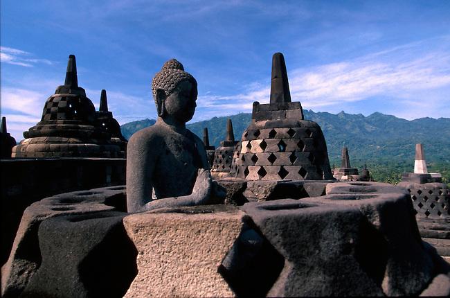 Asia indonesia java boro bodur skyum world for Asia famous buildings