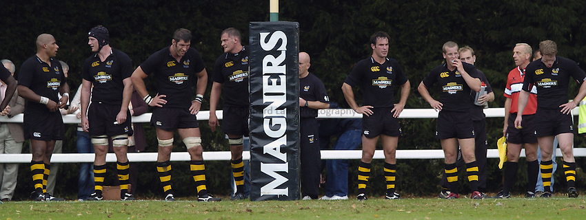 Photo: Jonathan Butler..London Wasps v Calvisano. Pre Season Friendly. 20/08/2006..London Wasps retreat behind their try line.