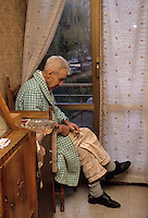 Anziani a casa. Elderly at home....