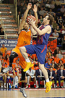 Mad-Croc Fuenlabrada's James Feldeine (l) and FC Barcelona Regal's Marcelinho Huertas during Liga Endesa ACB match.November 18,2012. (ALTERPHOTOS/Acero) NortePhoto