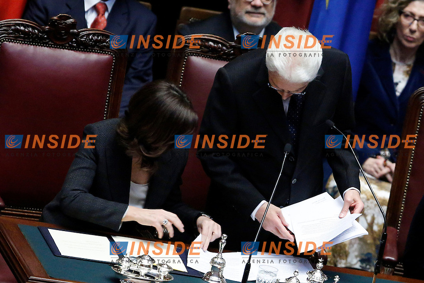 Sergio Mattarella perde un foglio del suo discorso e Laura Boldrini lo aiuta a cercarlo<br /> Sergio Mattarella looses a sheet of his speech<br /> Roma 03-02-2015 Camera. Cerimonia del giuramento del Presidente della Repubblica a Camere riunite.<br /> Swearing Cerimony of the new elected President of the Republic, at the Lower Chamber.<br /> Photo Samantha Zucchi Insidefoto