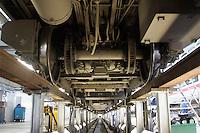 Besuch im ICE-Werk Leipzig..Im Bild: ICE-Fahrwerk von unten. Foto: Jan Kaefer / aif