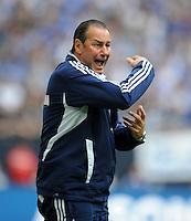 FUSSBALL   1. BUNDESLIGA   SAISON 2011/2012   33. SPIELTAG FC Schalke 04 - Hertha BSC Berlin                         28.04.2012 Trainer Huub Stevens (FC Schalke 04) engagiert an der Seitenlinie