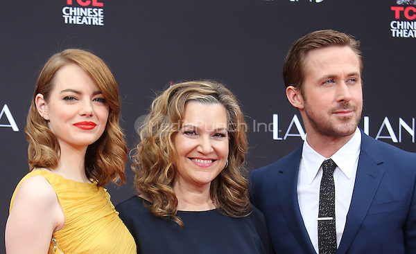 Hollywood, CA - DECEMBER 07: Emma Stone, Krista Smith, Ryan Gosling, At Ryan Gosling And Emma Stone Hand And Footprint Ceremony At TCL Chinese Theatre IMAX, California on December 07, 2016. Credit: Faye Sadou/MediaPunch