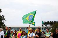CURITIBA, PR, 30.09.2018 – ATO BOLSONARO-PR –  Manifestantes realizam ato em favor ao candidato à presidência da República Jair Bolsonaro (PSL) na tarde deste domingo na Praça Nossa Senhora de Salete em Curitiba (PR).(Foto: Paulo Lisboa/Brazil Photo Press)