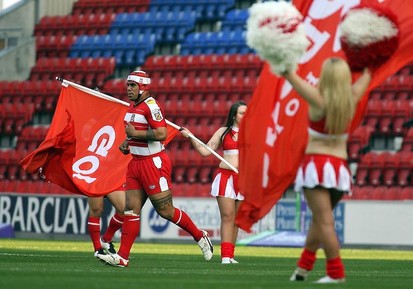 Photo: Paul Thomas..Wigan Warriors v Harlequins RL. Carnegie Challenge Cup. 08/06/2007...Iafeta Palea'aesina of Wigan.