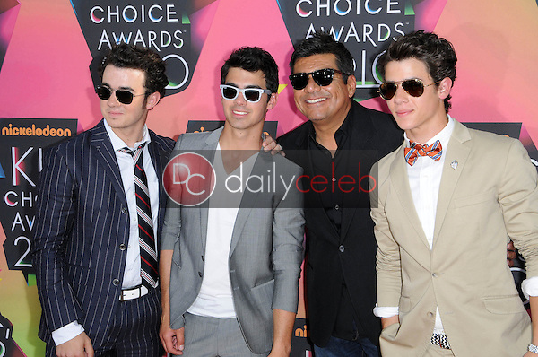 Kevin Jonas, Joe Jonas, George Lopez, Nick Jonas<br /> at the Nickelodeon's 23rd Annual Kids' Choice Awards, UCLA's Pauley Pavilion, Westwood, CA 03-27-10<br /> David Edwards/DailyCeleb.com 818-249-4998