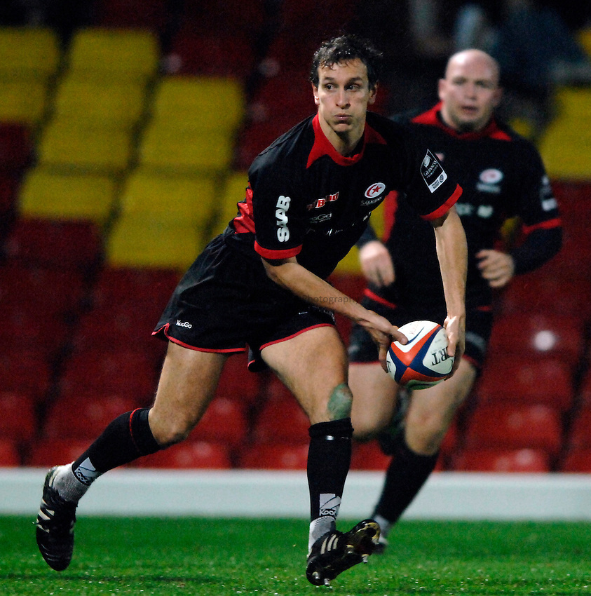 Photo: Richard Lane..Saracens v London Wasps. EDF Energy Anglo Welsh Cup. 01/12/2006. .Saracens' Alan Dickens passes.