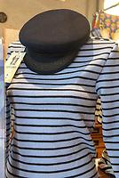 Hamburg-Souvenir Prinz-Heinrich-Mütze in der Hanseplatte, Neuer Kamp 32, Hamburg, Deutschland, Europa<br /> Souvenir Prinz-Heinrich cap in shop Hanseplatte, Neuer Kamp 32, Hamburg, Germany, Europe
